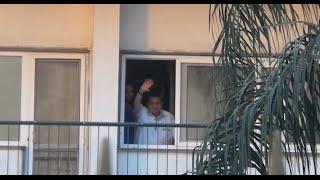 مصر العربية | مبارك يحيي أنصاره امام المستشفى العسكري فى ذكرى اكتوبر