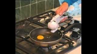 Dung cu tach trung Ez Egg Cracker
