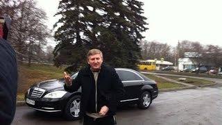 Ахметов против Януковича(Ринат Ахметов приехал к митингующим в Донецке около его дома. Он приехал сам за рулем