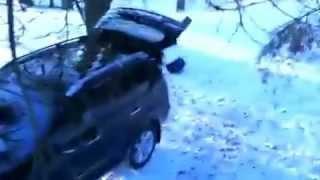 Медведь угнал автомобиль у охотников, Жесть!(Информация о разработке уникального торгового робота - http://www.sovetnik4forex.com/, 2013-03-01T03:20:23.000Z)