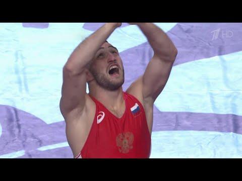 В Дагестане встретили триумфаторов Чемпионата мира по спортивной борьбе.