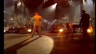 Eurythmics Love Is A Stranger (LipSync) Live 1983