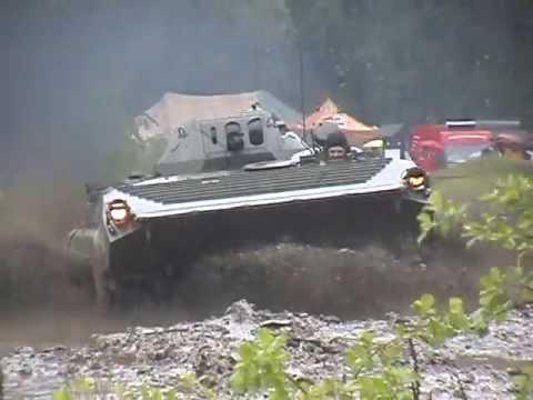 Obrněný transportér OT-90 (bojové vozidlo pěchoty BVP-1, BMP-1)  a obrněné vyprošťovací vozidlo VPV