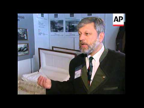RUSSIA: MOSCOW: RICH RUSSIANS COMPETE FOR MOST EXCLUSIVE COFFINS