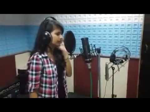 Reshmachya reghani ..lavni song l ashwini joshi ( When she was 15 year old)