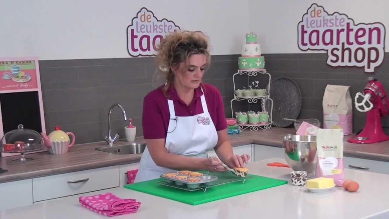 cupcakes maken en versieren 1 cupcakes bakken youtube. Black Bedroom Furniture Sets. Home Design Ideas
