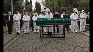 Koronavirüs nedeniyle hayatını kaybeden İlahiyatçı Yazar Ömer Döngeloğlu son yolculuğuna uğurlandı
