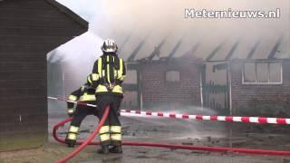 Schuur brandt af in Anevelde