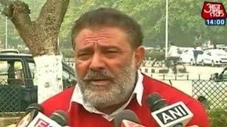 Yuvraj Singh 39 s father curses Mahendra Singh Dhoni