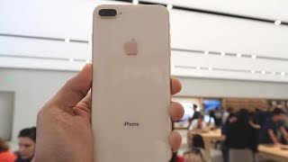 Gambar cover Apple iPhone 8 Plus - Buying Experience In A US Apple Store