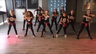 Dance children on Music maître gims:caméléon