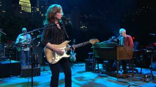 Watch Bonnie Raitt Used To Rule The World video