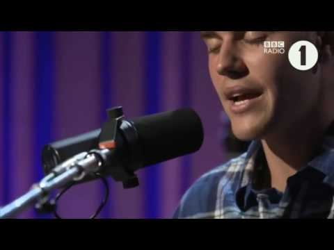 Justin Bieber - Fast Car (Tracy Chapman cover) Live on BBC radio 1