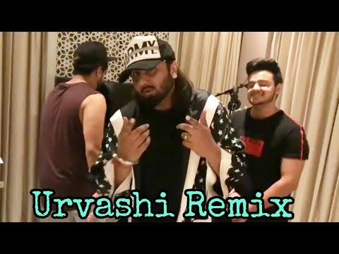 Urvashi Remix - Yo Yo Honey Singh Live Singing and Dancing
