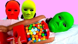 Esma and Asya Johny Johny Yes Papa gumball machine pretend play fun kid video