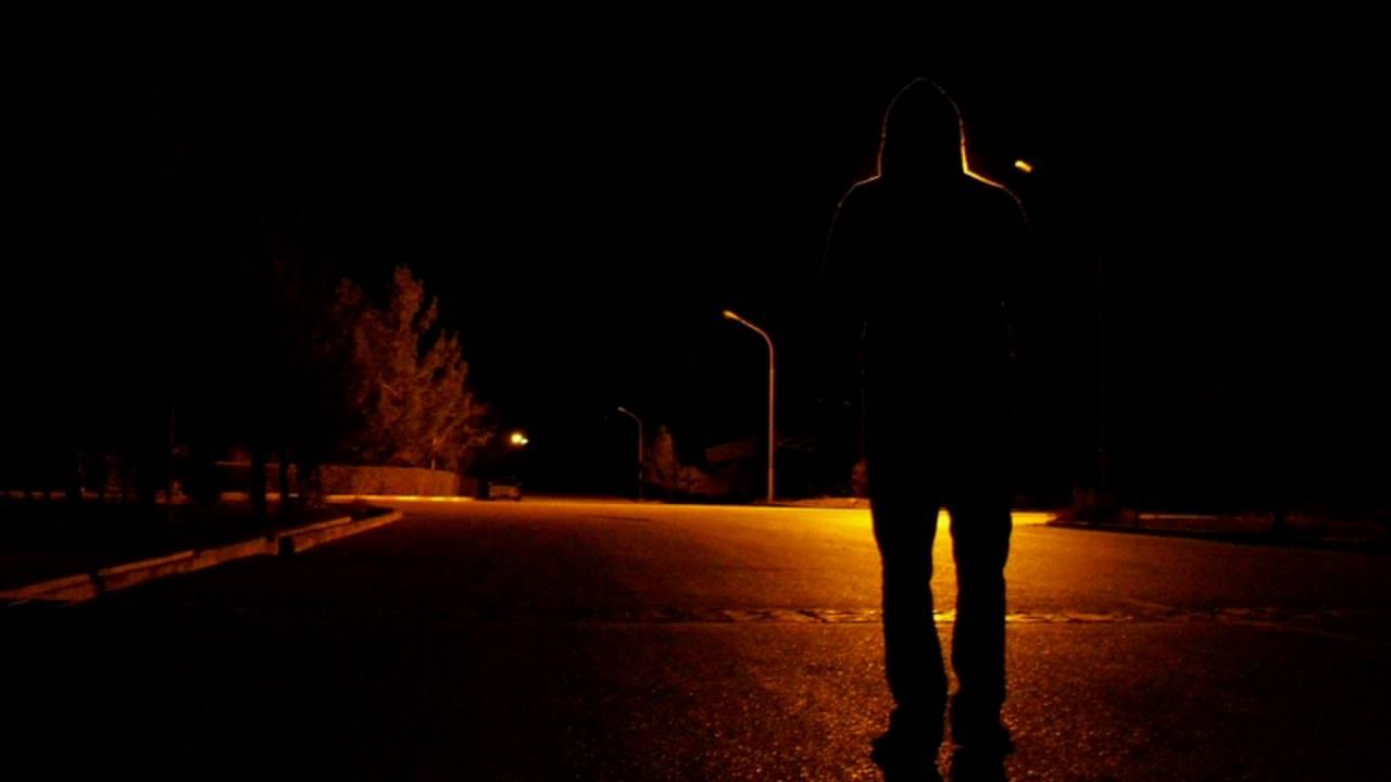 wandering alone at night - 1000×750