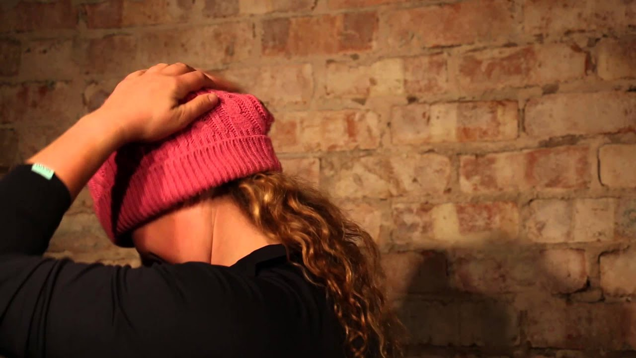 4324925201e How to wear the Original  Slouchie  Cosy Ponytail Hat - YouTube