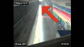 POR POCO! hombre cae a las vías del Metro de Madrid y es rescatado por un policía fuera de servicio