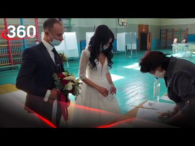 Пришли на выборы в свадебных нарядах