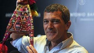 Антонио Бандерас продаёт фотографии женщин (новости)