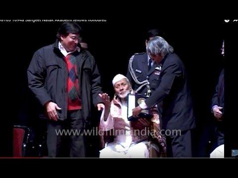 Ustad Bismillah Khanawarded by Dr. APJ Adbul Kalam at Sangeet Natak Akademi