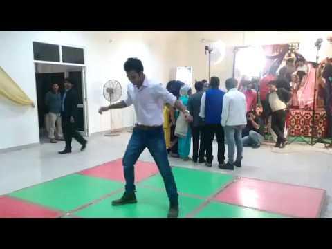 dupate ko samal goriye hua hai baura hal soniye ,,,,,nice dance ....boys jarur dekhe