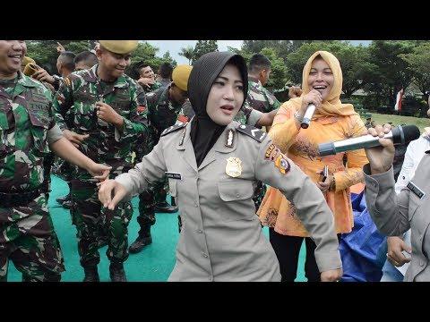 Serunya TNI POLRI Di Panggung... Super Asik Deh Pokoknya