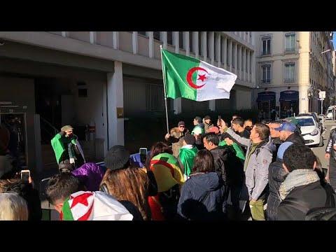 شاهد: مظاهرة أمام القنصلية الجزائرية في ليون احتجاجا على الانتخابات الرئاسية …  - 20:59-2019 / 12 / 12
