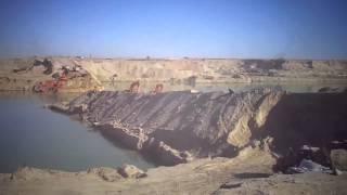 شاهد فيديو حصرى أزالة الطريق الاوسط بقناة السويس الجديدة لتوصيل مواقع الحفر