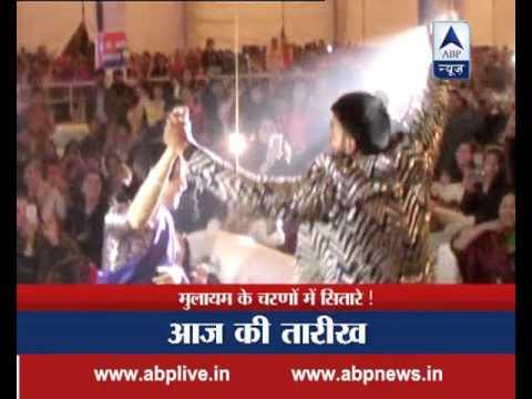 Saifai Mahotsav: Ranveer Singh gives a High Five to Akhilesh Yadav