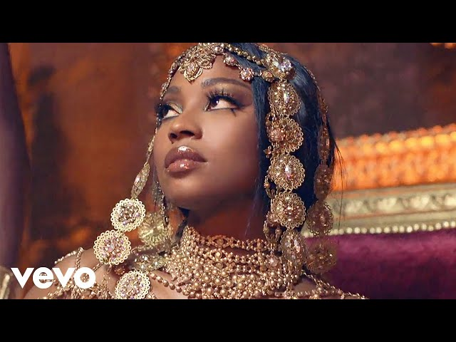 ChocQuibTown, Becky G - Que Me Baile (Official Video)