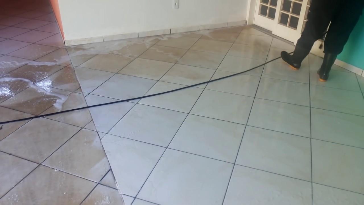 Como limpar pisos encardidos limpeza de pisos de garagem for Modelos de granitos para pisos