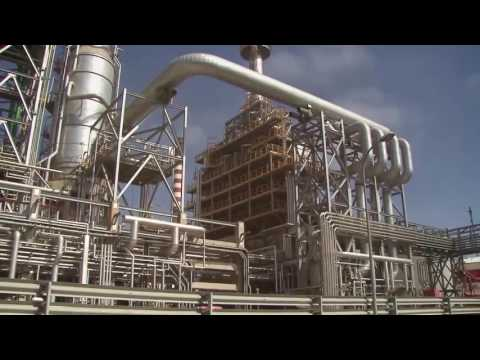 How does an oil refinery work How is crude oil transformed into everyday usable products HD, 720p