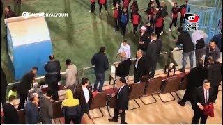 جماهير الأهلي تسب حسام باولو.. واللاعب يغادر الملعب غاضبًا