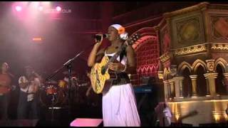 "India Arie - ""Can I Walk With You"" + ""Not The Average Girl"" - Live"