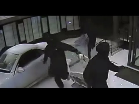 UK Men Use Stolen Mercedes to Break Into High-End Jewelry Store
