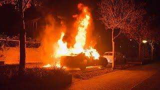 Auto door brand verwoest Veghel (Video)