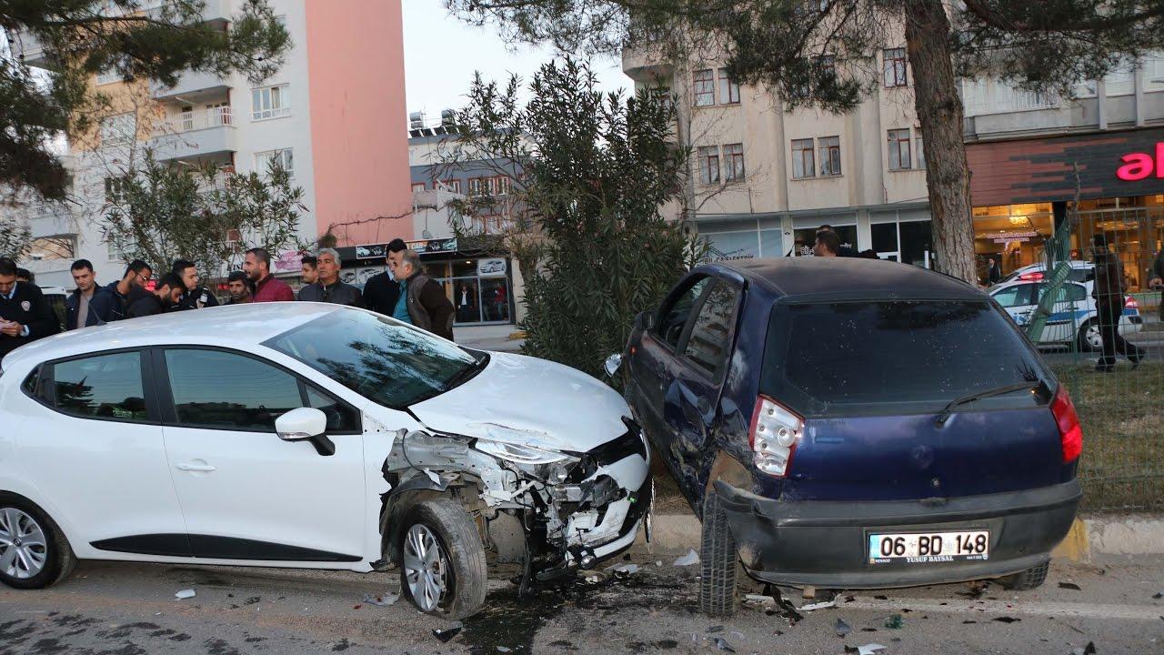 Adıyaman'da İki Otomobil Çarpıştı: 2 Yaralı