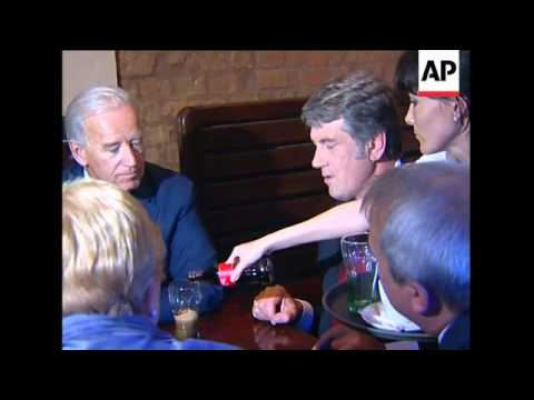 US VP meets Tymoshenko, Yanukovych; visits memorial with Yuschenko