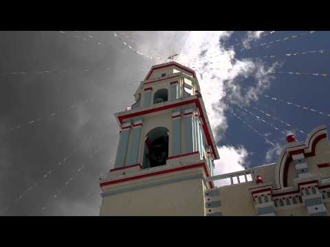 UNICAS E INCOMPARABLES LAS CAMPANAS REPICANDO EN SANTIAGO TENANGO PUE. Travel Video