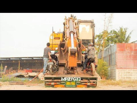 CAT 320D Excavator Heavy Transport By Fuso Self Loader Truck