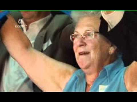 177 Jean-Luc Dehaene zingt uit volle borst