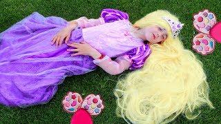 Masha play with princess Rapunzel