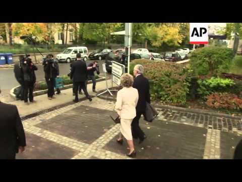 PM Juncker and Socialist candidates cast ballot in elections