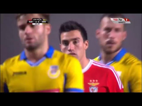 Sai: Pizzi; Entra: Nico Gaitán - Benfica 3-1 Arouca