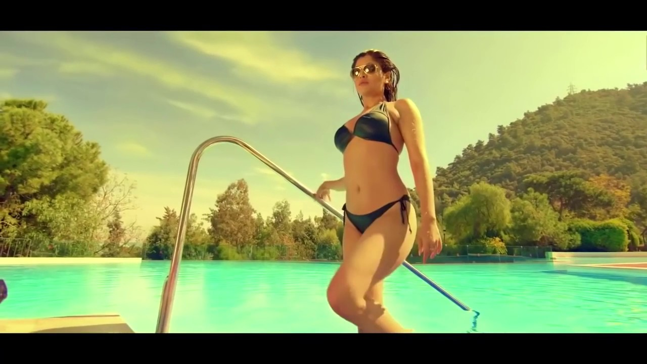 Bollywood Actress Akanksha Puri Everseen Bikini Scene
