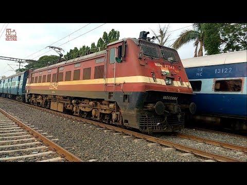 Ranthambhore SF Express crossing Gwalior - Indore Express    Vikram Nagar Ujjain    Indian Railways