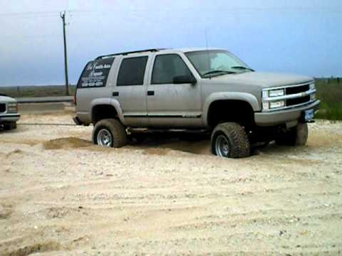 2000 Tahoe Z71 pulling out stuck suburban  YouTube