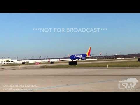 11-24-2017 Columbus, OH - Holiday Travel Airplane Landing