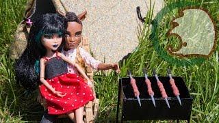Как сделать мангал для кукол. How to make BBQ for dolls.(Сегодня у кукол праздник. Они едут на шашлыки. Давайте им поможем и сделаем мангал. Today is BBQ day for our dolls. Let's..., 2015-06-12T04:00:01.000Z)